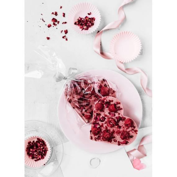 Serce z czekolady rubinowej z malinami, różą i różowym pieprzem