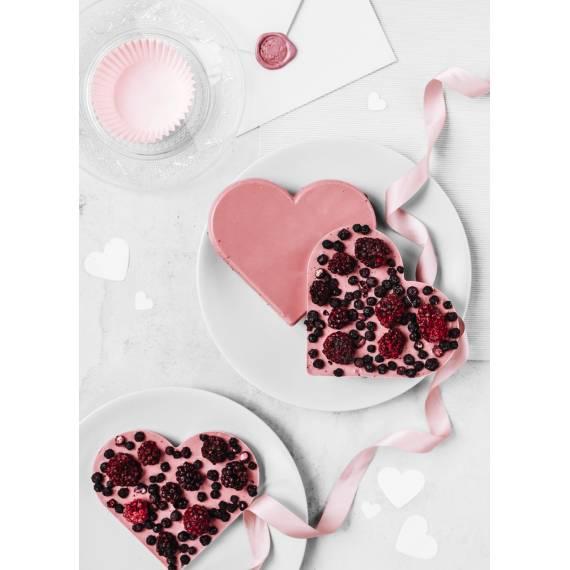 Serce z czekolady rubinowej z ciemnymi owocami