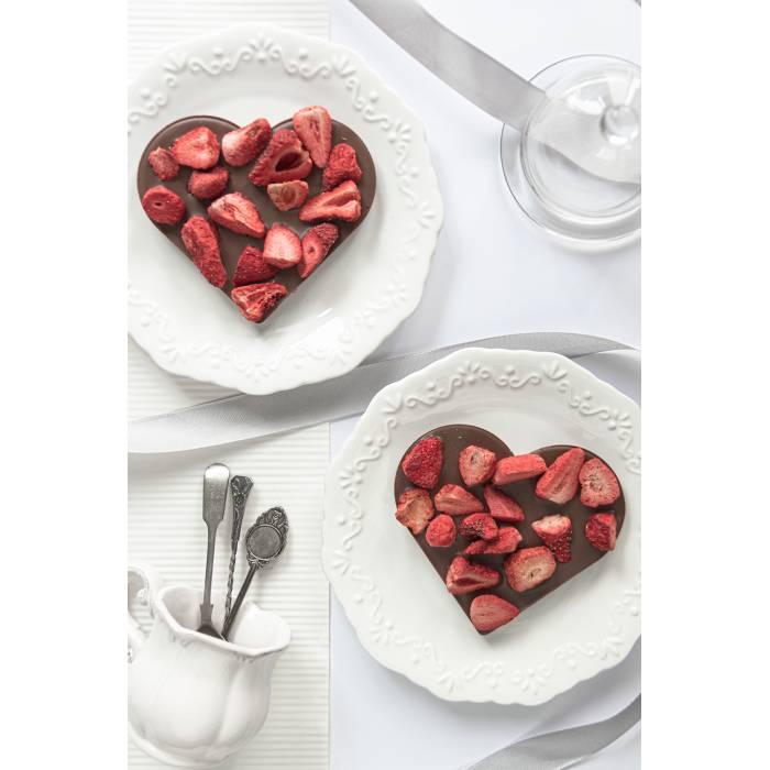 Serce z mlecznej czekolady z truskawkami