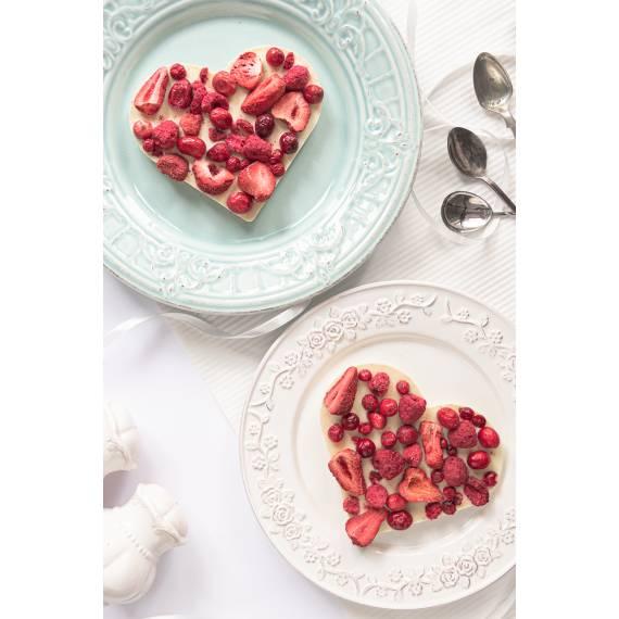 Serce z białej czekolady z mixem owoców